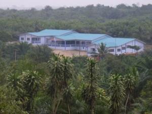 Weeshuis Egyam Ghana, zonder muur